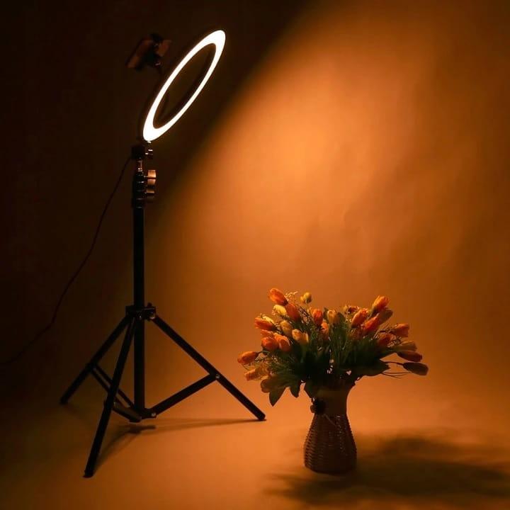 lampa pierścieniowa LED na statywie